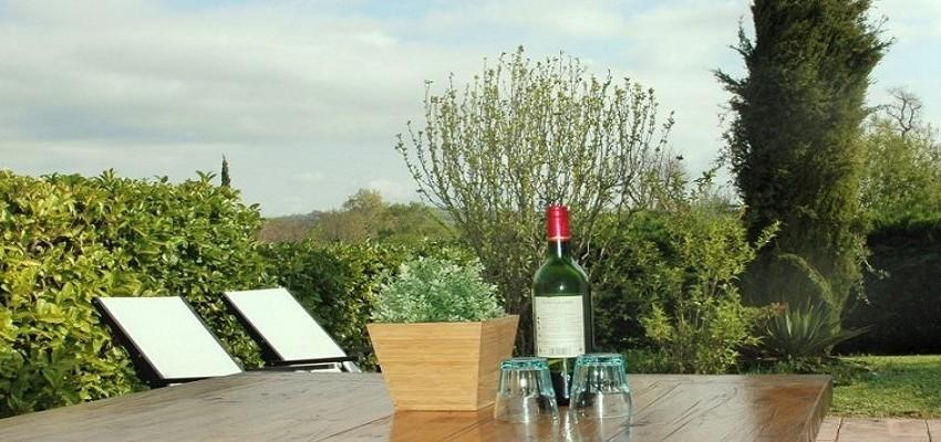 Tuin bij luxe vakantiehuis Zuid Frankrijk Chateau Cazaleres